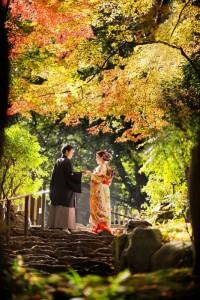 園林內的紅葉婚照