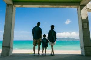 沖繩沙灘家庭記念照