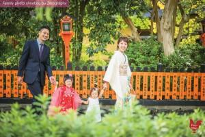 傳統和服家庭戶外記念照