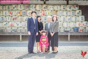 取景神社拍攝戶外家庭記念照