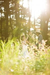 在輕井澤的日光下翩翩起舞拍攝的婚紗照